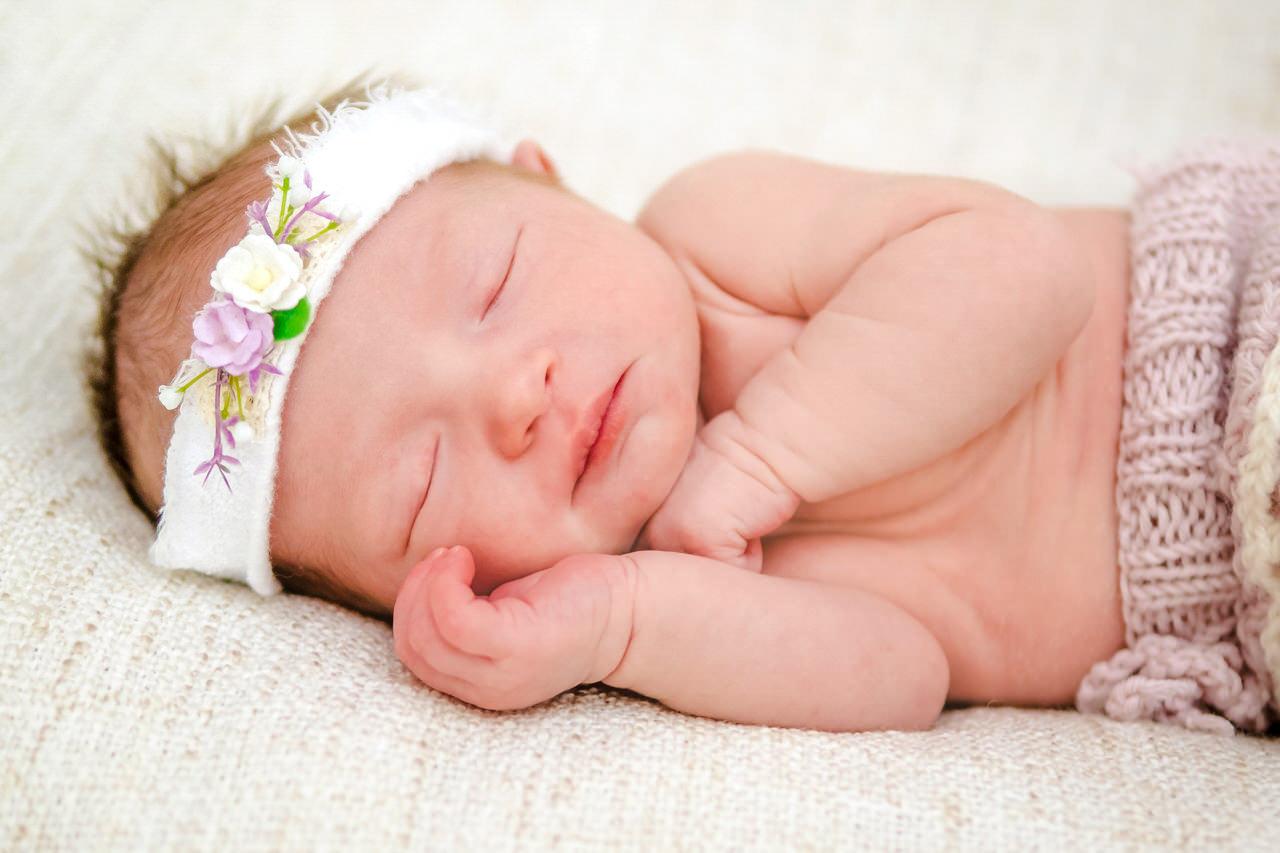 Babyfotograf Dresden natürliche Newbornfotos