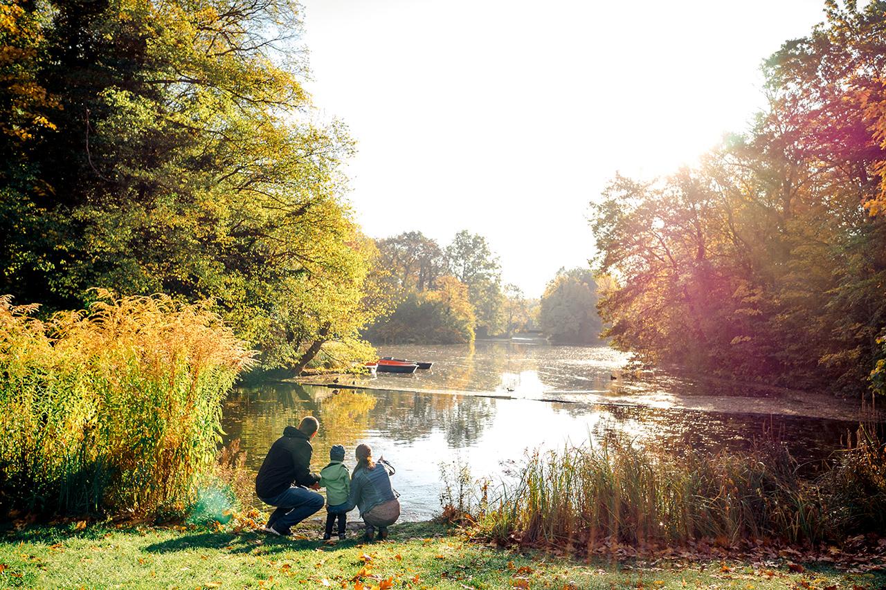 Familie an idyllischen See Familienfotos Dresden