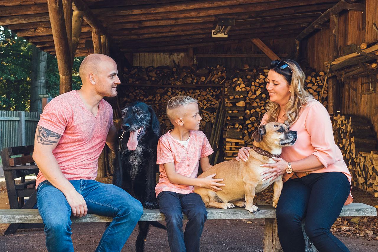 Familienfotos mit Hunden in Dresden