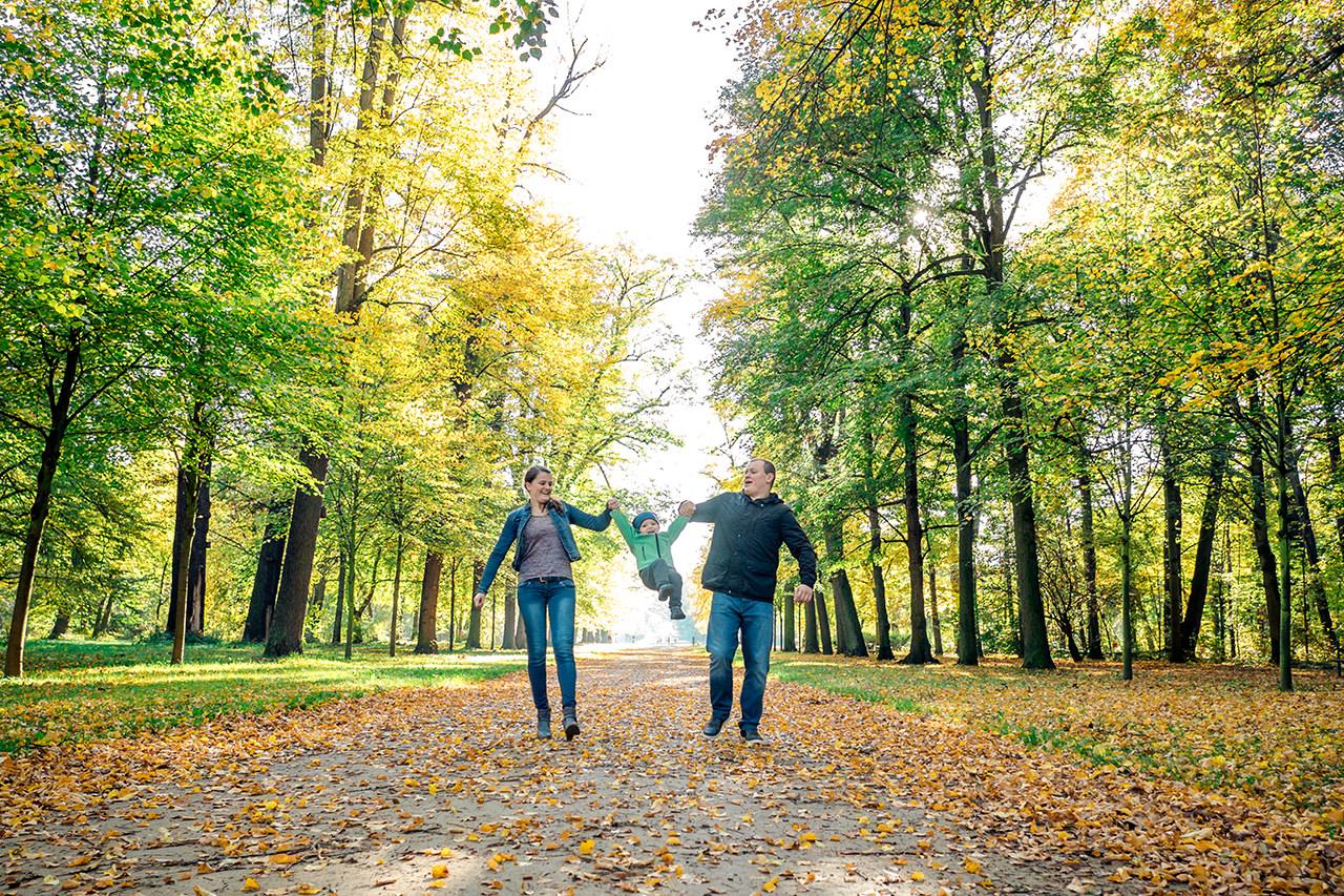 Familie im Herbst natürliche Familienfotos Dresden